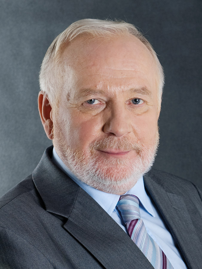 prof. dr hab. Edward Gniewek